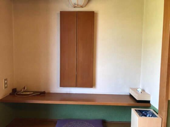 箱根湯本にある箱根水明荘の部屋にある鏡