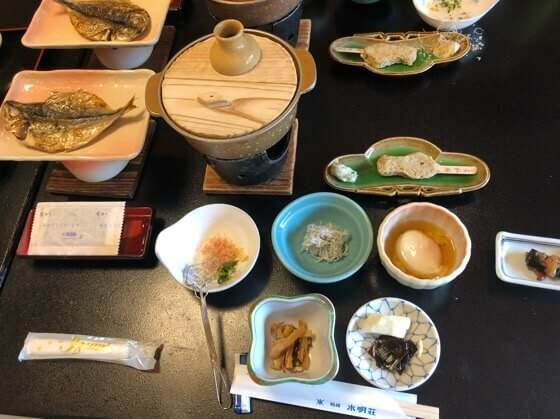 箱根湯本にある箱根水明荘のお部屋で食べた朝食