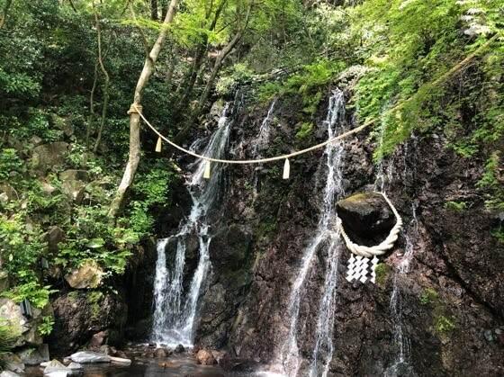 箱根湯本にある天成園のたまだれの滝