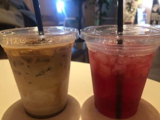 江ノ島にある江ノ島カフェのカフェモカとクランベリージュース