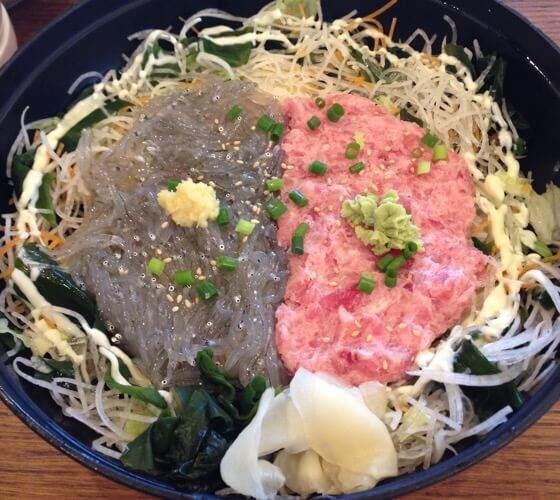 江ノ島にあるとびっちょのネギトロ生しらす丼