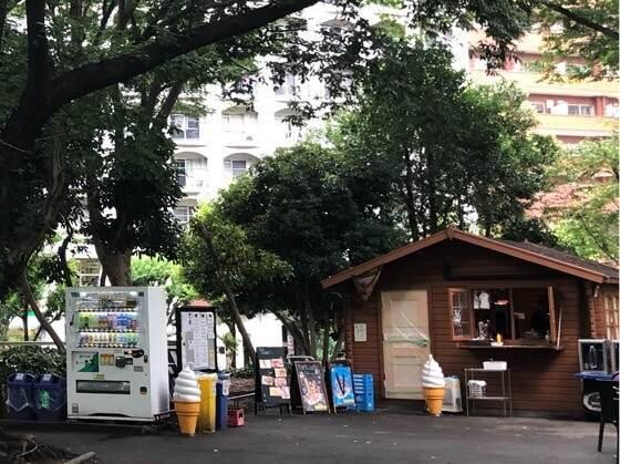 新宿中央公園にあるちびっこ広場内の売店