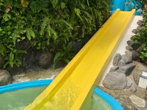 伊豆熱川温泉ホテルカターラにあるジャングルスパパウ内にある長いすべり台