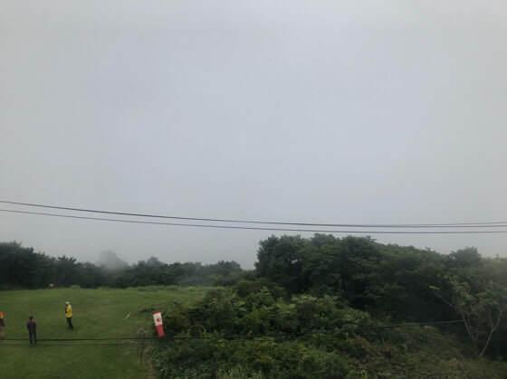 岩手県一関市にあるきらら室根山天文台の展望台から見た曇りの景色