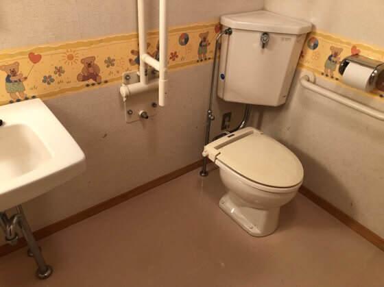 岩手県一関市にある大東ふるさと分校のコテージのトイレ