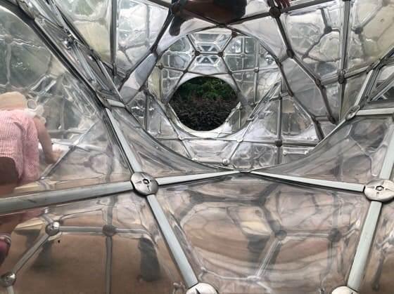 箱根彫刻の森美術館のしゃぼん玉のお城の中