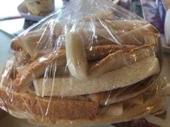 箱根強羅にある銀かつ工房でタダでもらえるパンの耳