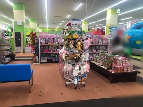 ファンタジーキッズリゾート港北店のエントランス横のおもちゃ売り場