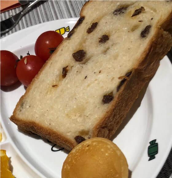 グランドニッコー東京台場のガーデンダイニングで食べたレーズンパン
