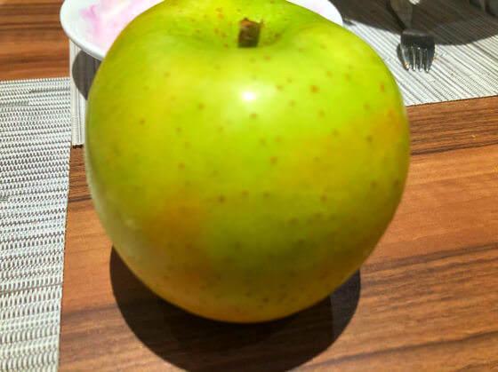グランドニッコー東京台場のガーデンダイニングで食べたりんご