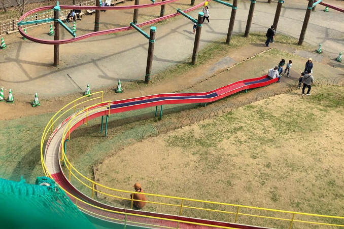 あいかわ公園のアスレチックのスライダー(滑り台)