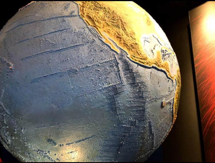 生命の星地球博物館の大きな地球