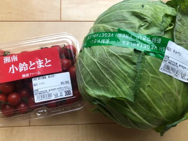 南足柄の道の駅の金太郎のふるさとで買ったキャベツと小鈴トマト
