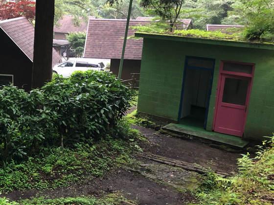 神奈川県南足柄にある夕日の滝にあるトイレ