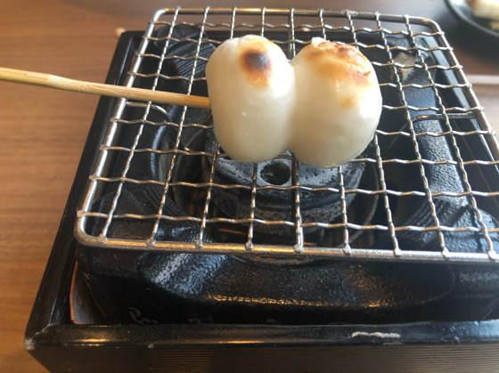 箱根の茶屋本陣 畔屋cafe KOMON 湖紋の焼けた本陣だんご