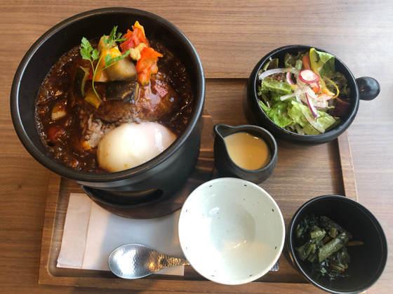箱根「茶屋本陣 畔屋cafe KOMON 湖紋」の石焼きハンバーグご飯