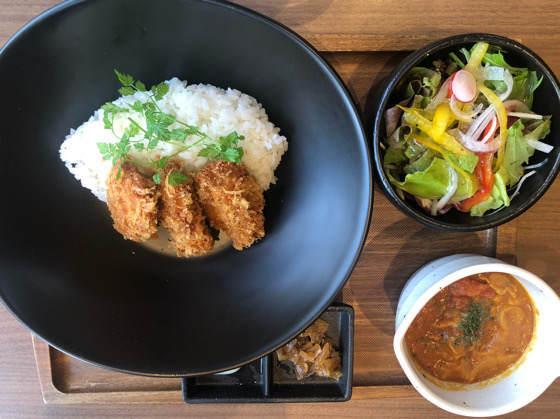 箱根「茶屋本陣 畔屋cafe KOMON 湖紋」の特製ヒレカツカレー