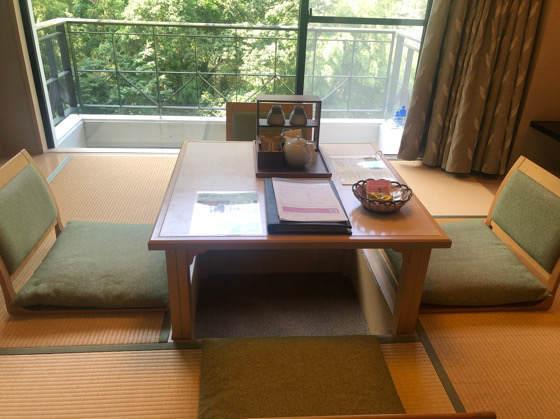 箱根のホテルはつはなの和洋室の掘りごたつ