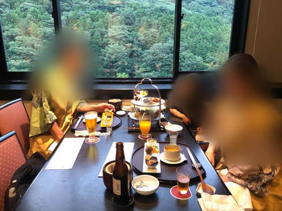 箱根ホテルはつはなのつつじの茶屋の雰囲気