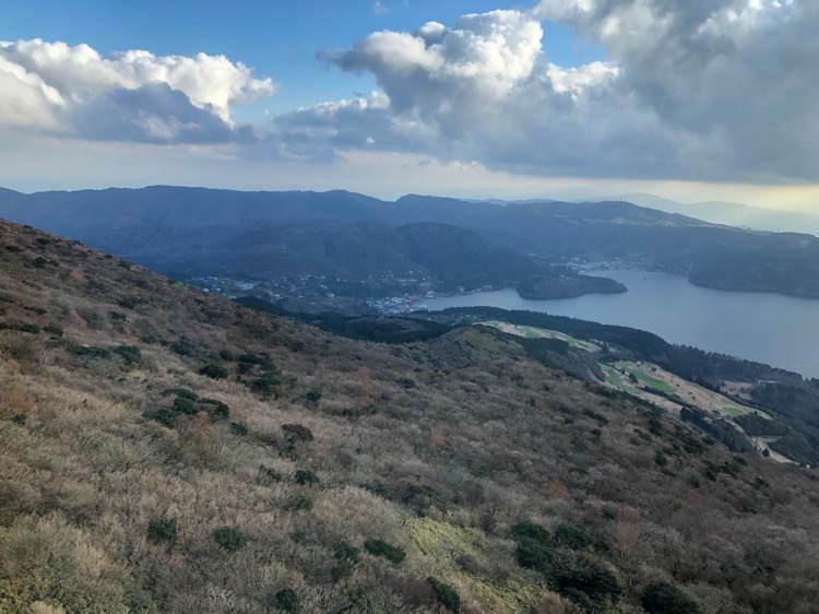 箱根園の駒ヶ岳山頂から見える芦ノ湖と海賊船