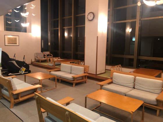 ベネフィットステーション箱根宮城野の2階にあるラウンジ