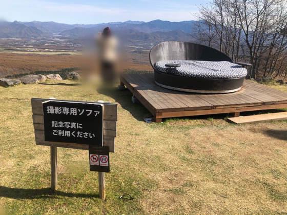 清里テラスの人気の丸いソファー