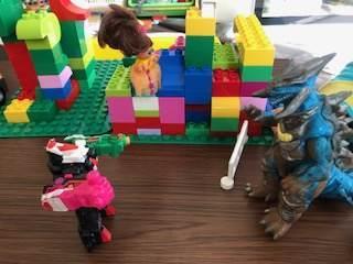 4才の子がレゴデュプロで作った悪役の基地