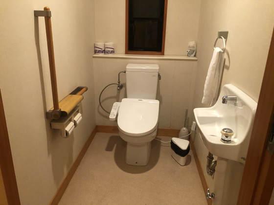 清泉寮デラックスコテージのトイレ