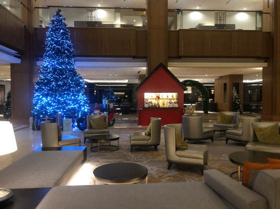 ヒルトン小田原のクリスマス仕様のロビー