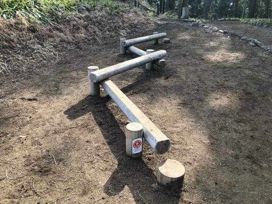 山北つぶらの公園にある子どもの遊具の渡り棒