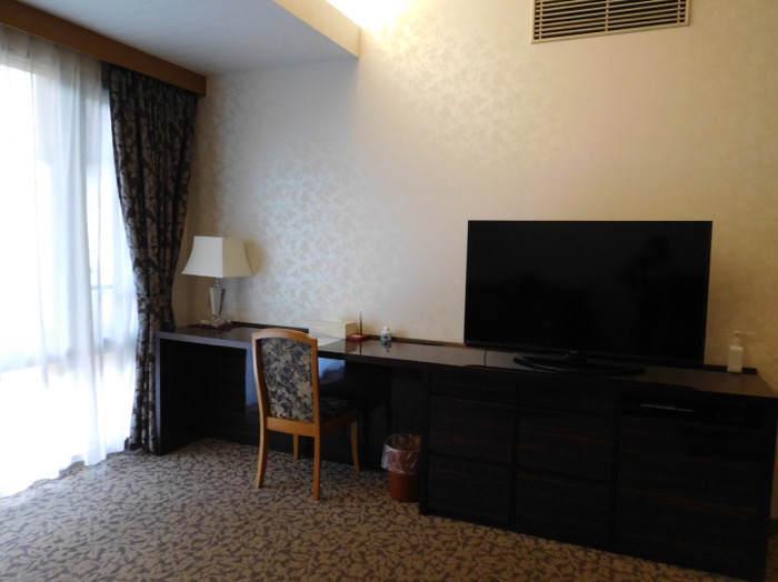 箱根にあるホテルマイユクール祥月の部屋にあるかわいい家具