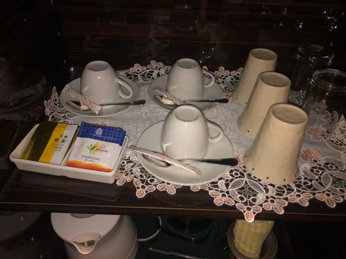 箱根にあるホテルマイユクール祥月のコーヒーカップやグラス類