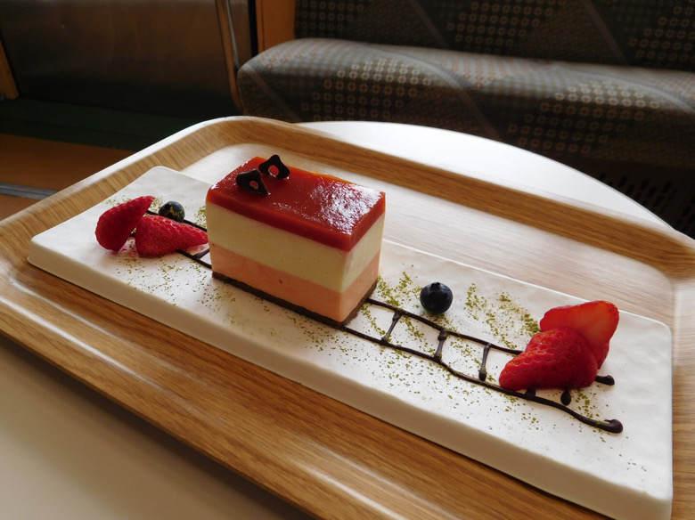 小田原鈴廣かまぼこの里にあるえれんなごっそcafe107の箱根登山ケーキ