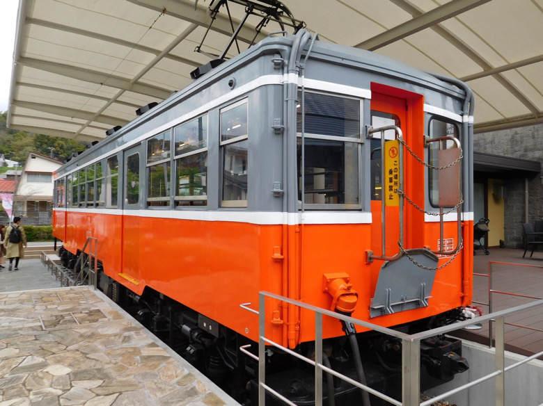 小田原鈴廣かまぼこの里にあるえれんなごっそcafe107の箱根登山鉄道の後ろ側