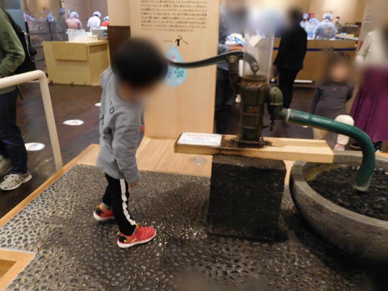 小田原にある鈴廣かまぼこの里のかまぼこ博物館にある井戸