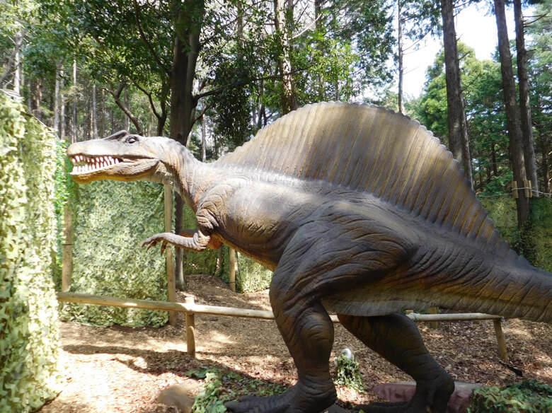 三島スカイウォークにある恐竜アドベンチャーにいるスピノサウルス