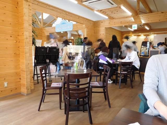 三島スカイウォークにあるピクニックカフェの店内