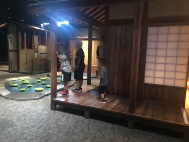 小田原忍者館のからくり屋敷の廊下