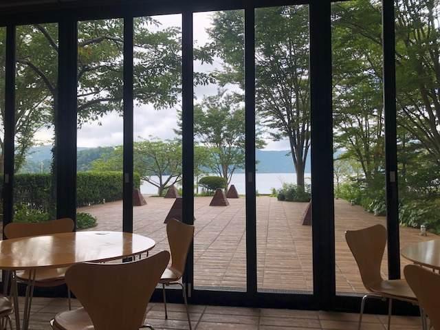 箱根にある芦ノ湖テラスから見る芦ノ湖の景色