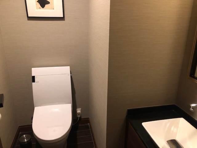 エクシブ箱根離宮のスタンダードグレードの部屋のお手洗い