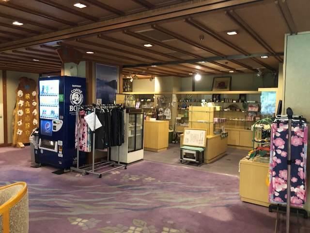箱根湯本にある箱根水明荘のロビーの売店