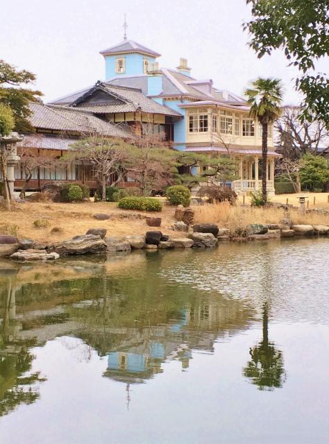日本庭園からの六華苑