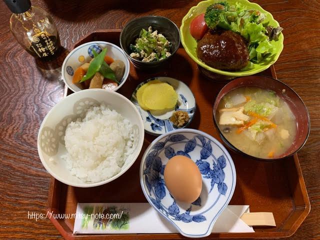 Cafe客殿の卵かけごはんのお食事セット「おうちハンバーグ」