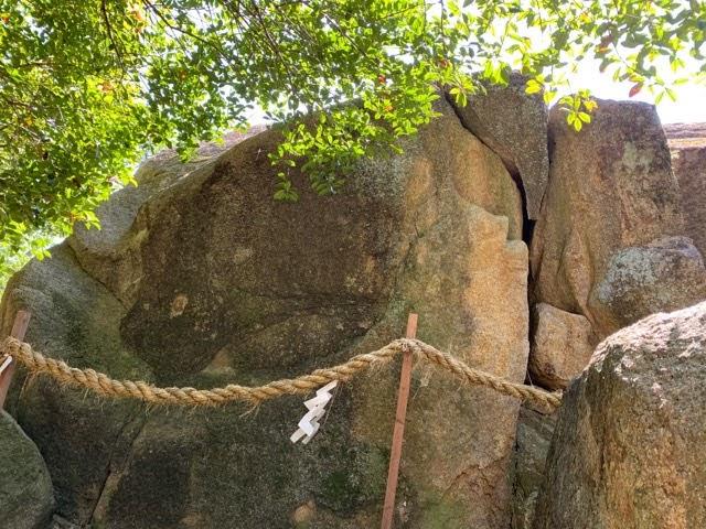 越木岩神社の甑岩