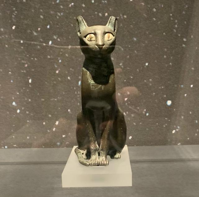 バステト女神坐像