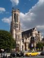 ルーブルのそばの教会。