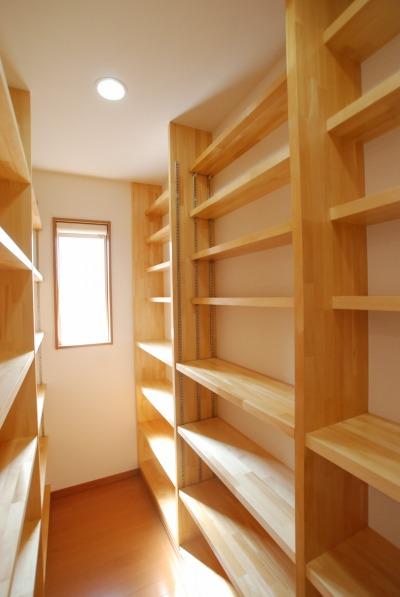 作りつけの本棚