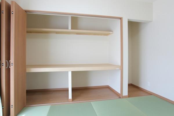 倉敷市広江の家 和室内クローゼット 棚