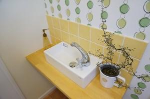 トイレの手洗いをかわいく造作。