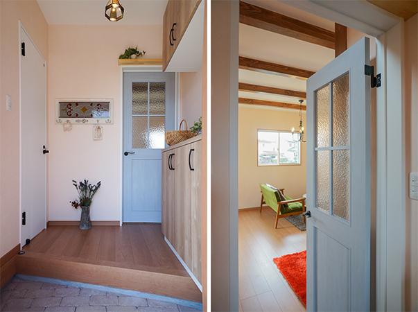 ブルーのドアがかわいい玄関